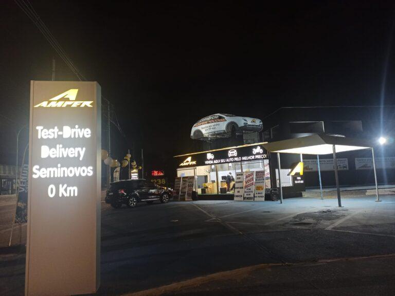 Acelerada inaugura nova loja de revenda de carros e caminhões